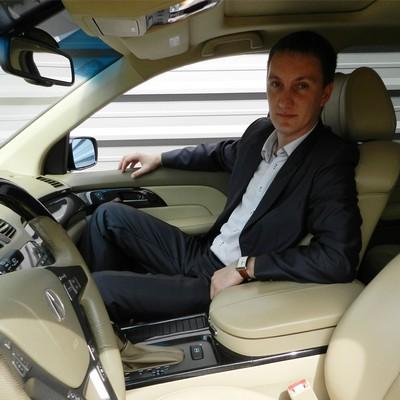 Инструктор по вождению в Москве, автоинструктор на внедорожнике Александр Викторович